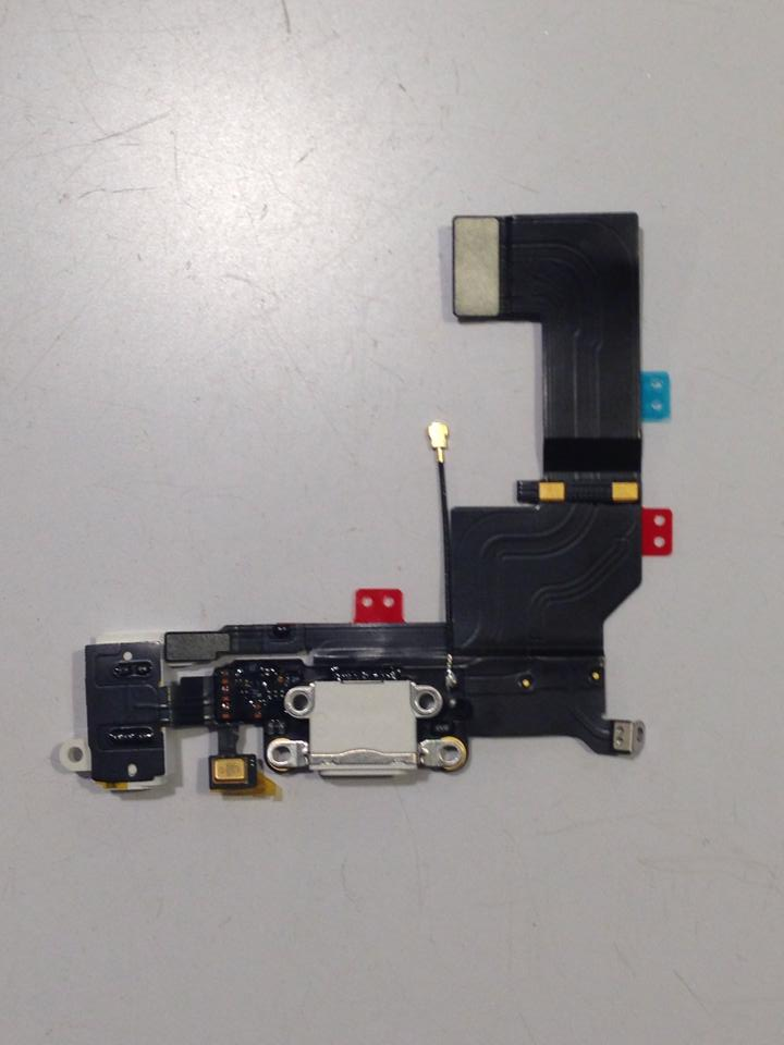 iPhone 5s Lightning connector assembly