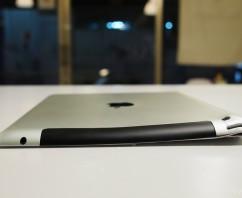 被摔得慘不忍睹的iPad 3 觸控破裂 外殼嚴重變形